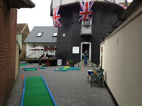 Windmill Crazy Golf