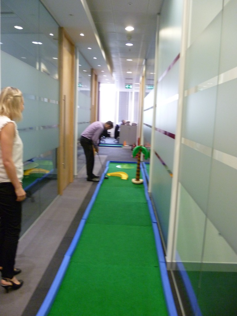 Modular Challenge Putt - pefect foo office hole-in-one challenges