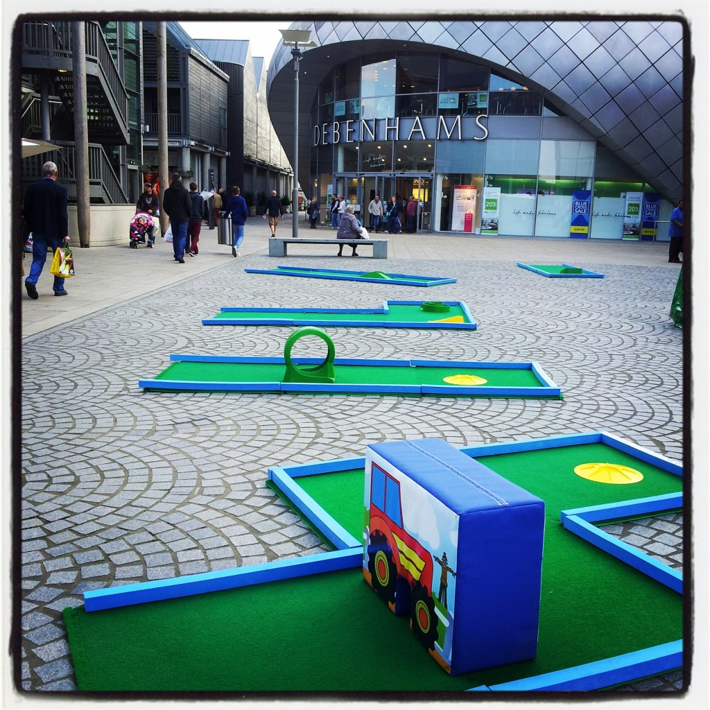Portable crazy golf in the shopping centre