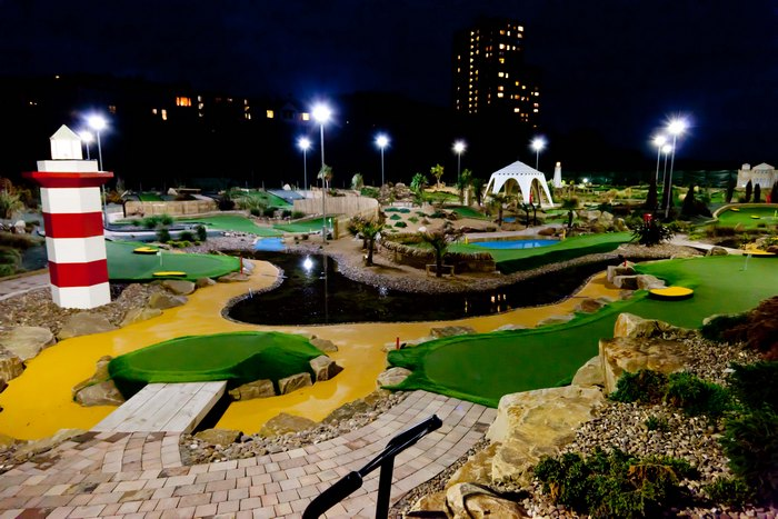 Wirral, minigolf, crazy golf, adventure golf, floodlights, night play