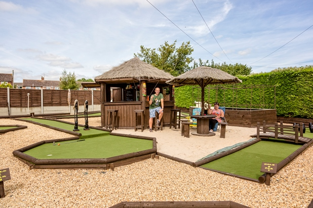 crazy golf course, minigolf courses, back garden
