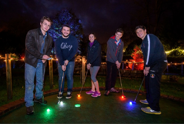 Bath glow in the dark minigolf