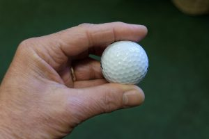 Low bounce golf balls
