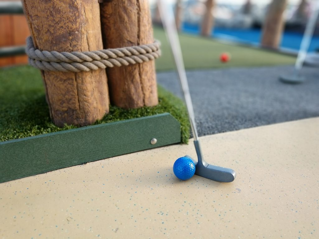 Date idea: minigolf crazy golf