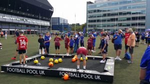 Footpool - Hybrid game of football and pool