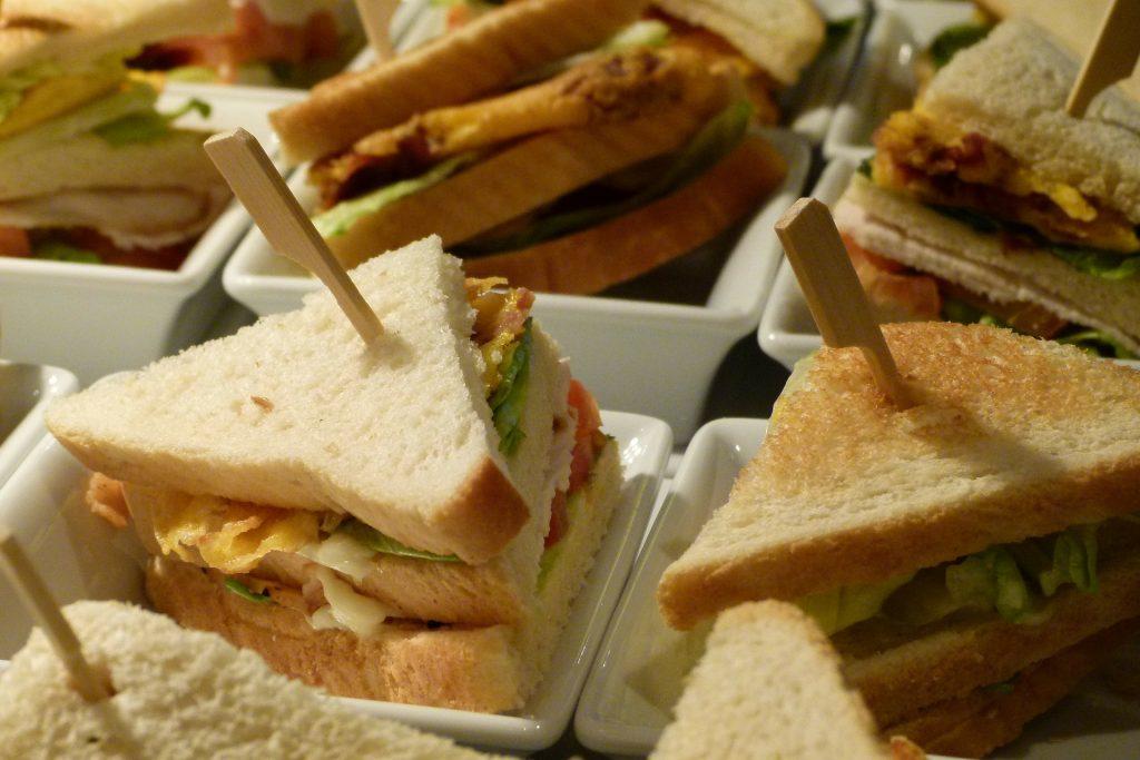 par-tee food club sandwich mini golf