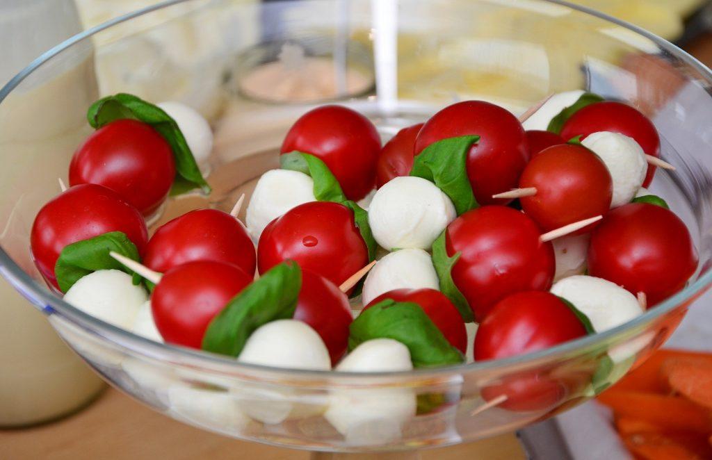 par-tee food golf ball salad mozzarella
