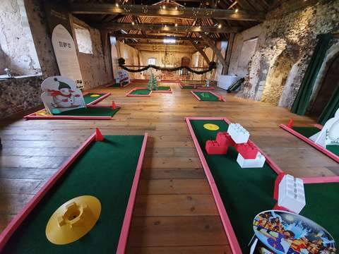 Christmas obstacles for mini golf