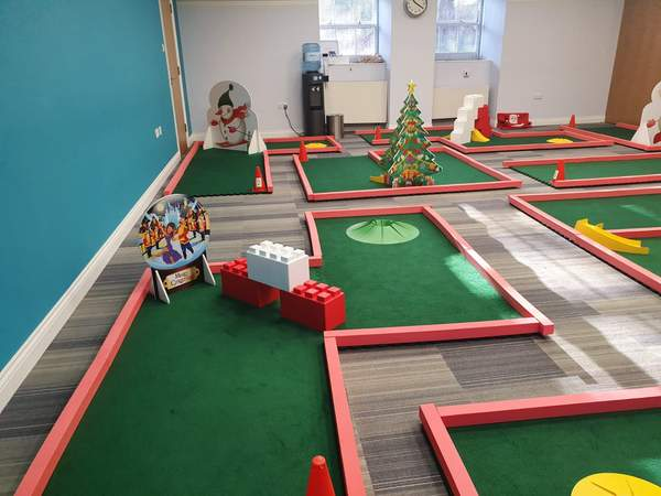 Crazy golf Christmas obstacles